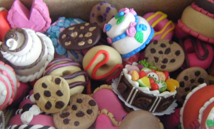 File:Cakes and Cookies.jpg